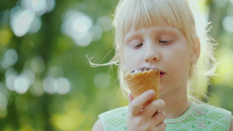Thoughtful-Girl-6-Years-Old-Is-Eating-Ice-Cream-In-The-Park-Holiday-In-Summer-And-Vacations-4k-10-Bi