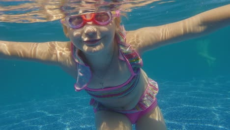 Girl-6-Years-Old-Learns-To-Dive-In-The-Pool-Slow-Motion-Video