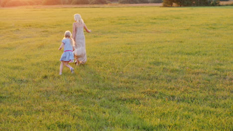 Mom-And-Daughter-Hang-Out-And-Run-Around-The-Green-Meadow-At-Sunset-Active-Lifestyle-4k-Slow-Motion-