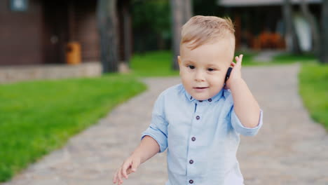 Cool-1-Year-Old-Kid-Plays-With-The-Keys-To-The-Car-Speaks-As-On-The-Phone-As-A-Small-Businessman-4k-