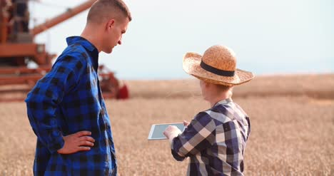 Young-Farmers-Discussing-At-Wheat-Field-5