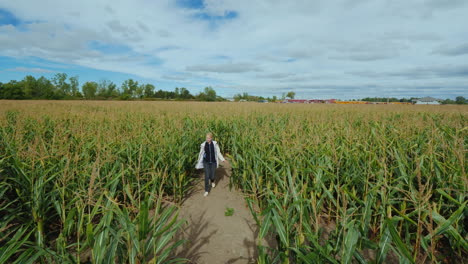 A-Middle-Aged-Woman-Got-Lost-In-A-Corn-Maze-Trying-To-Find-The-Right-Way