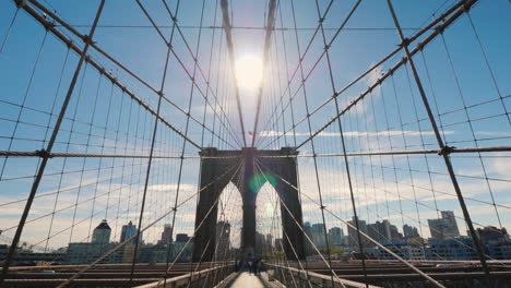 El-Majestuoso-Puente-De-Brooklyn-En-Nueva-York-Ve-Al-Video-Pov-Del-Lado-De-Brooklyn