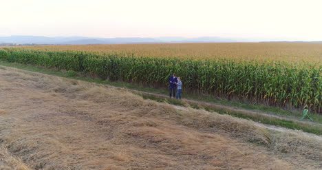 Young-Farmers-Discussing-At-Maize-Field-25
