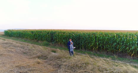 Young-Farmers-Discussing-At-Maize-Field-31