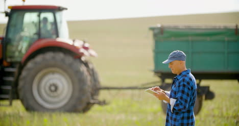Farmer-Using-Digital-Tablet-Agriculture-40