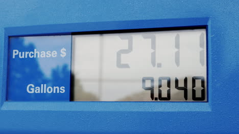 The-Display-On-The-Back-Column-Shows-The-Amount-Of-Fuel-In-Gallons-And-The-Price-In-Dollars
