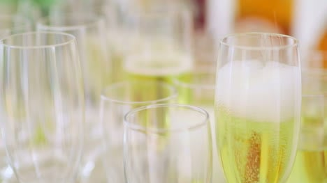 Champagne-Many-Champagne-Flutes-With-Sparkling-Champagne