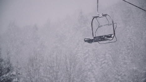 Gondola-Ski-Lift-In-Winter-At-Ski-Slope-2