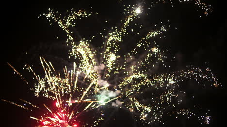 Fireworks-At-The-Beginning-Of-The-New-Year-In-Black-Night-4