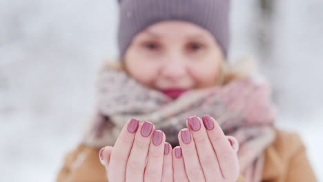 Portrait-Of-A-Woman-Who-Catches-Snowflakes-Sharpness-At-Her-Fingertips