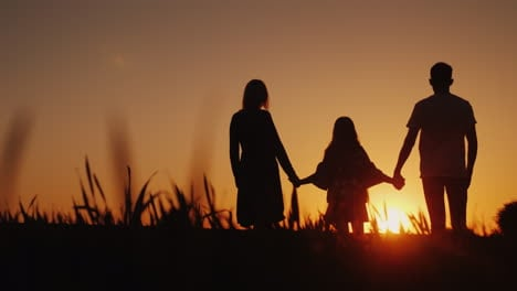 Parents-With-The-Child-Stand-In-A-Picturesque-Place-Admiring-The-Sunrise-Holding-Hands-Happy-Family-