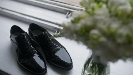 Elegant-Black-Shoes-Groom-Preparation-For-Wedding-