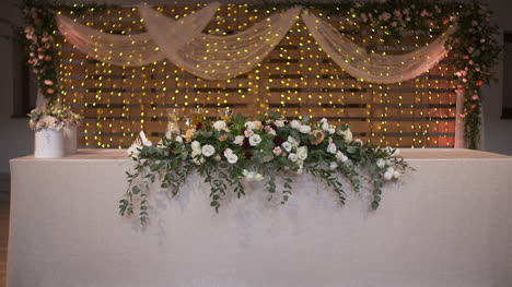 Wedding-Table-Decorated-With-Beautiful-Flowers-Decorations