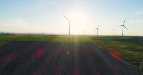 Wind-Turbines-In-Agricultural-Fields-1