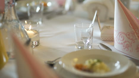 Exquisitely-Decorated-Table-For-Romantic-Dinner-2