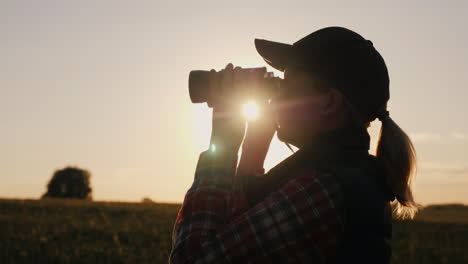 Silhouette-Of-A-Woman-Looking-Forward-Through-Binoculars-Search-For-The-Horizon-Travel-And-Safari-Co
