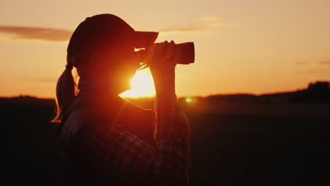 A-Woman-Looking-Through-Binoculars-At-Sunset-Travel-And-Safari-Concept-4K-Video
