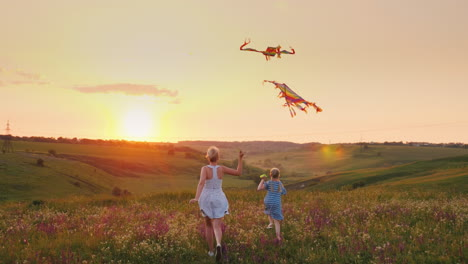 Mom-With-A-Little-Daughter-Rush-To-The-Sunset-Meeting-And-Launch-Two-Air-Kites-To-Meet-The-Sun