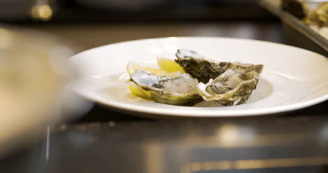 Close-Up-Of-Oysters-Ready-Dish-1