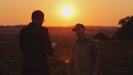 A-Young-Businessman-Communicates-With-A-Farmer-In-The-Field
