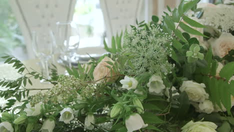 Table-Decorations-At-A-Wedding