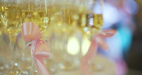 Shampagne-Flutes-At-Wedding-Reception