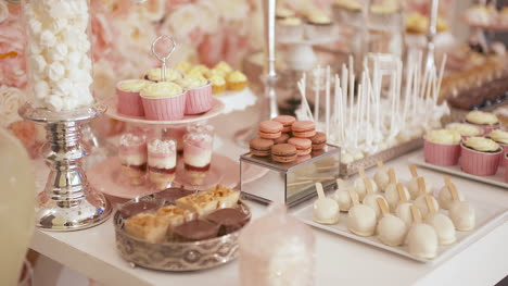 Cute-Candy-Bar-With-Various-Cakes-And-Candies-Wedding-Candybar-2