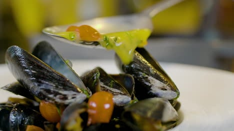 Chef-Is-Decorating-The-Mussel-Dish-4