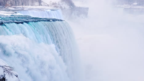 Winter-At-Niagara-Falls-4K-Video-01