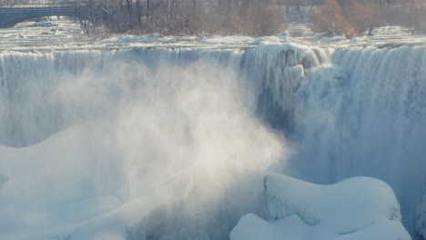 Winter-At-Niagara-Falls-Frozen-With-Ice-And-Snow-01
