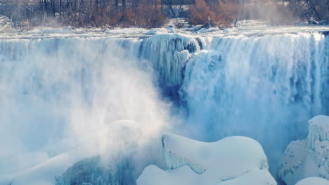 Winter-At-Niagara-Falls-Frozen-With-Ice-And-Snow-03