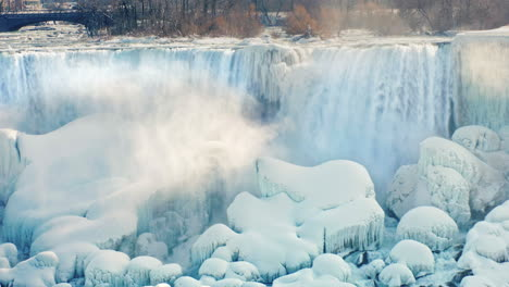 Winter-At-Niagara-Falls-Frozen-With-Ice-And-Snow-04