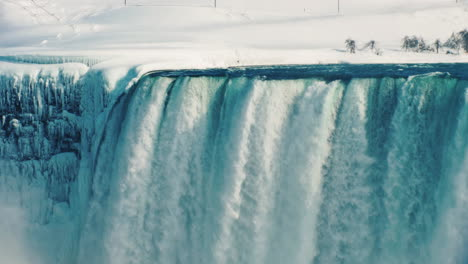 Winter-At-Niagara-Falls-Frozen-With-Ice-And-Snow-17