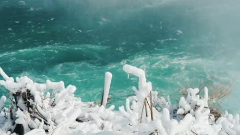 Winter-At-Niagara-Falls-Frozen-With-Ice-And-Snow-19