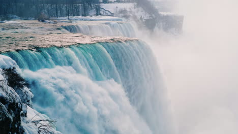 Winter-At-Niagara-Falls-Frozen-With-Ice-And-Snow-21