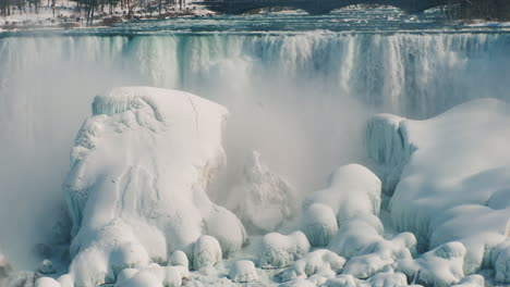 Winter-At-Niagara-Falls-Frozen-With-Ice-And-Snow-22