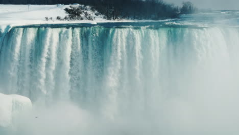 Winter-At-Niagara-Falls-Frozen-With-Ice-And-Snow-24