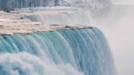 Winter-At-Niagara-Falls-Frozen-With-Ice-And-Snow-26