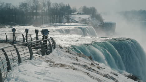 Winter-At-Niagara-Falls-Frozen-With-Ice-And-Snow-28