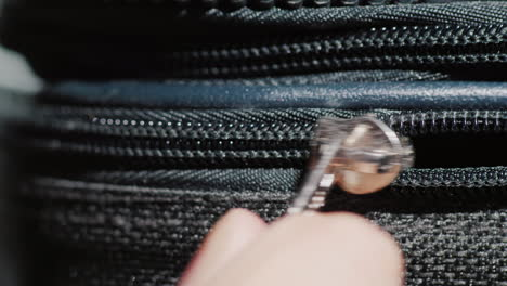 Close-Up-To-Zip-On-A-Road-Suitcase