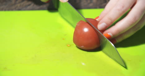 Slicing-Tomato-In-Kitchen-2