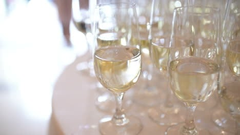 Champagne-Many-Champagne-Flutes-With-Sparkling-Champagne-3