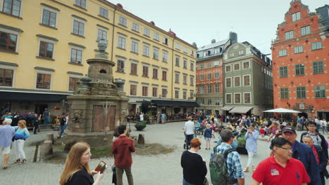 The-Square-Of-The-Old-City-In-The-Center-Of-Gamla-Stan-Many-Tourists-Rest-Here-And-Admire-The-Beauti