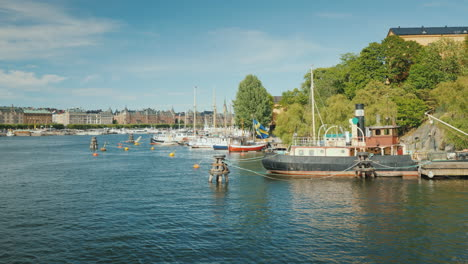 The-Embankment-Of-Stockholm-Beautiful-Yachts-And-Old-Houses-A-Clear-Sunny-Day-In-The-Capital-Of-Swed