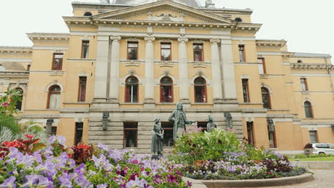 Beautiful-Theater-Building-In-Oslo-The-Capital-Of-Norway