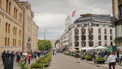 A-View-Along-The-Karl-Johans-Street-Towards-The-Royal-Palace-A-Beautiful-And-Busy-Street-With-Lots-O