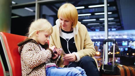 Mother-And-Daughter-Were-Waiting-To-Board-The-Plane-And-Play-On-Your-Phone