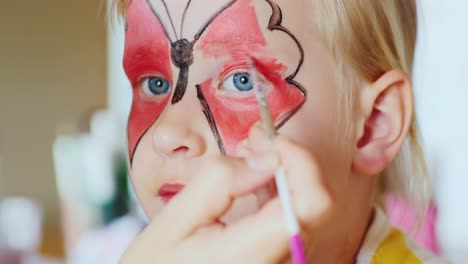 The-Girl-Applied-A-Festive-Make-Up-In-The-Form-Of-Butterflies