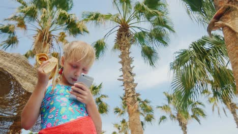 Funny-Girl-Eating-A-Banana-And-Plays-On-The-Smartphone